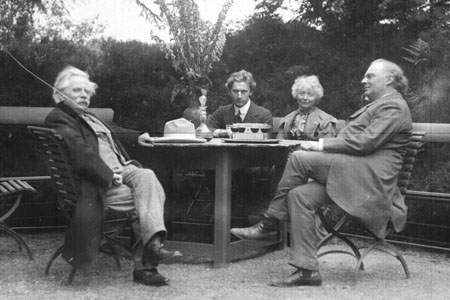 Percy Grainger with Nina and Edvard Grieg with Julius Röntgen at Troldhaugen, Norway,1907